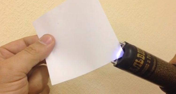 шокер прожигает бумагу